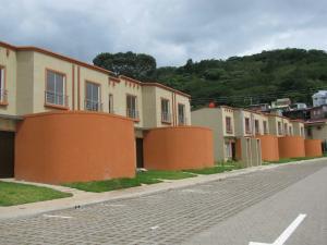 Casa En Ventaen Santa Ana, Santa Ana, Costa Rica, CR RAH: 17-1034