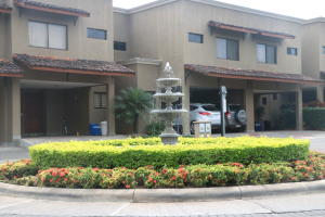 Casa En Ventaen Pozos, Santa Ana, Costa Rica, CR RAH: 17-1035