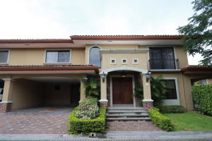 Casa En Alquileren Santa Ana, Santa Ana, Costa Rica, CR RAH: 17-1048