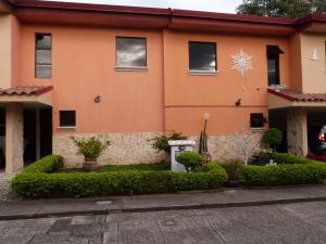 Apartamento En Ventaen Pozos, Santa Ana, Costa Rica, CR RAH: 17-1066