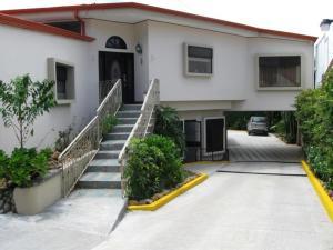 Apartamento En Alquileren Pozos, Santa Ana, Costa Rica, CR RAH: 17-1076