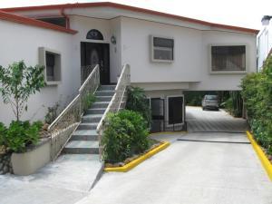 Apartamento En Alquileren Pozos, Santa Ana, Costa Rica, CR RAH: 17-1081