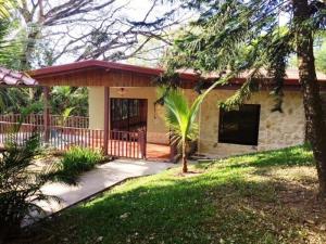 Casa En Alquileren Ciudad Colon, Santa Ana, Costa Rica, CR RAH: 18-20