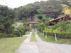 Casa En Alquileren Ciudad Colon, Santa Ana, Costa Rica, CR RAH: 18-33