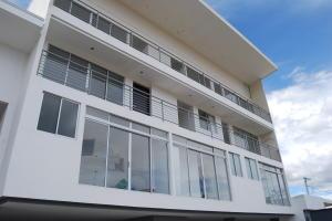 Apartamento En Alquileren Pozos, Santa Ana, Costa Rica, CR RAH: 18-104