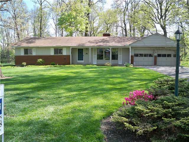 Photo of home for sale at 2733 Jordan Road, Columbus OH