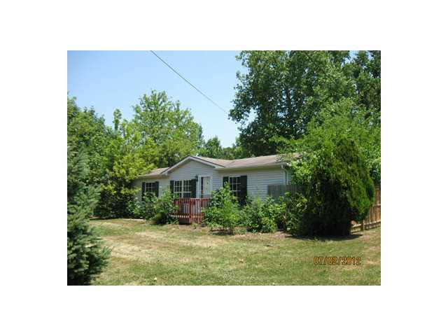 Photo of home for sale at 13196 Forrest Road, Thornville OH