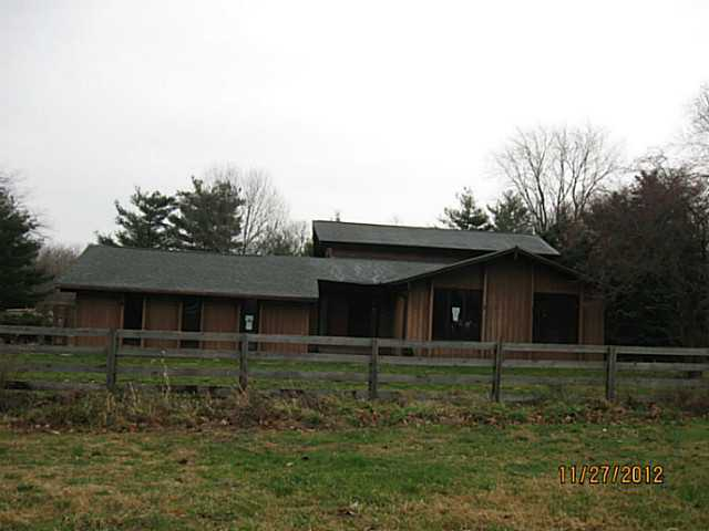 Photo of home for sale at 4740 Pickerington Road, Carroll OH