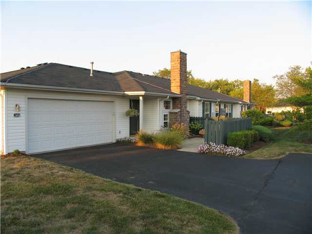 Photo of home for sale at 2484 Warm Springs Drive, Hilliard OH