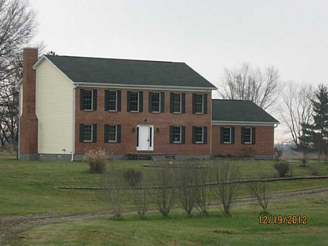 Photo of home for sale at 111 Auld Ridge Way, Hebron OH