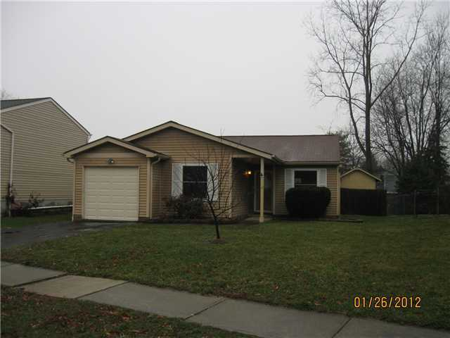 Photo of home for sale at 3025 Rumford Court, Reynoldsburg OH