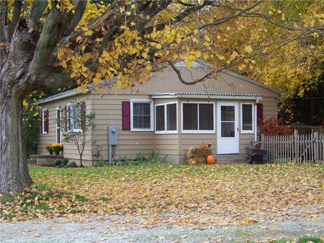 Photo of home for sale at 11365 Fredericktown Amity Road, Fredericktown OH