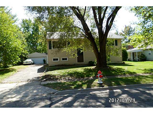 Photo of home for sale at 657 Knights Avenue, Columbus OH