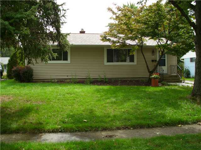 Photo of home for sale at 273 Clearview Avenue E, Worthington OH