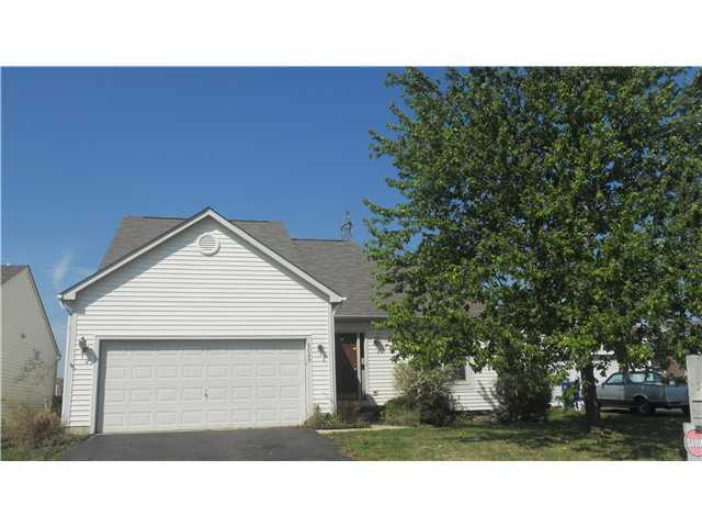 Photo of home for sale at 2049 Santuomo Avenue, Grove City OH