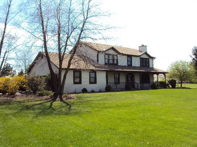 Photo of home for sale at 6061 Columbus Road, Granville OH