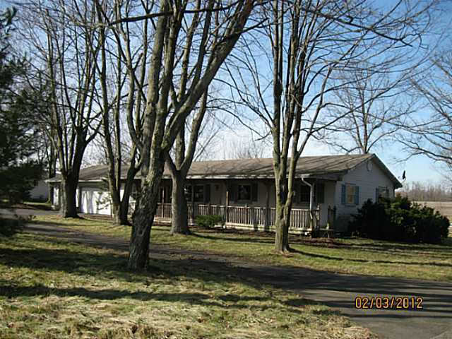 Photo of home for sale at 1174 Patterson Road, Pataskala OH