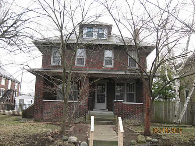 Photo of home for sale at 165 Morrill Avenue E, Columbus OH