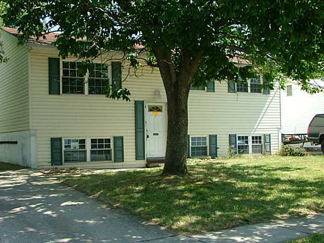 Photo of home for sale at 5290 Glenbriar Court, Columbus OH