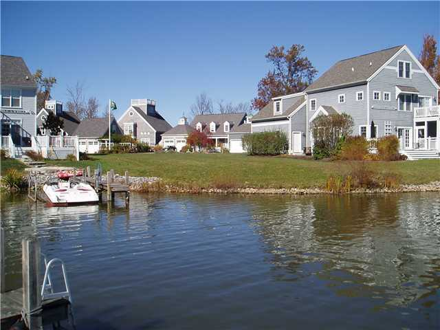 Photo of home for sale at 15200 Shoreline Drive, Thornville OH