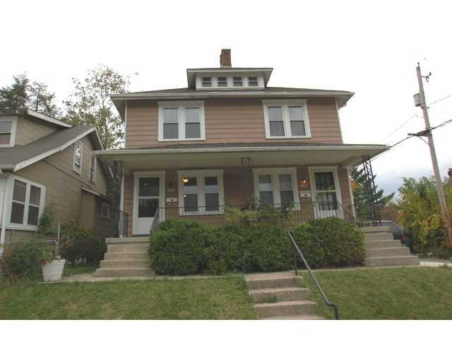 Photo of home for sale at 2390 Deming Avenue, Columbus OH