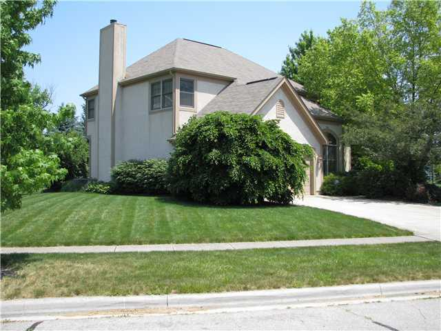 Photo of home for sale at 5092 Montcroft Drive, Hilliard OH