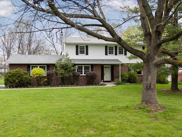 Photo of home for sale at 2700 Ione Court, Columbus OH