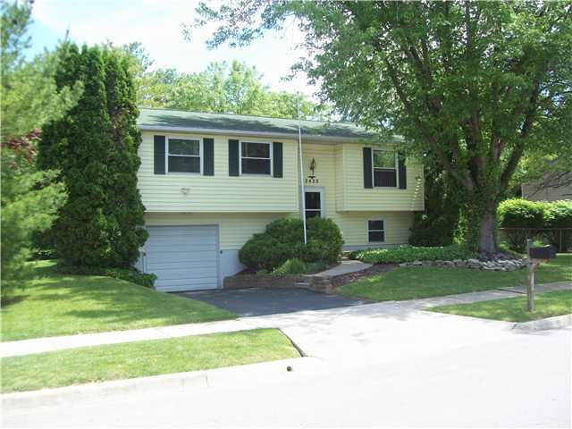 Photo of home for sale at 2422 Red Rock Boulevard, Grove City OH