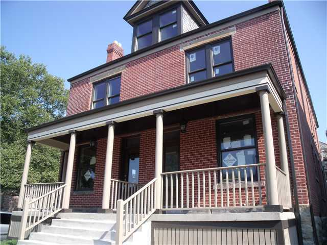 Photo of home for sale at 372 Wilber Avenue, Columbus OH