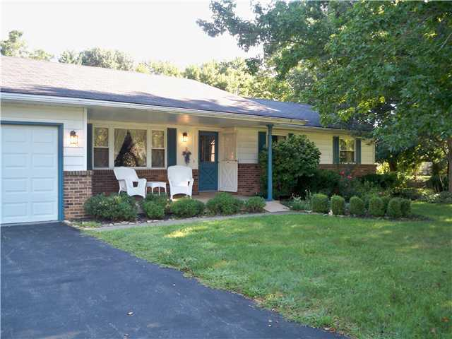 Photo of home for sale at 5949 Ebright Road, Groveport OH