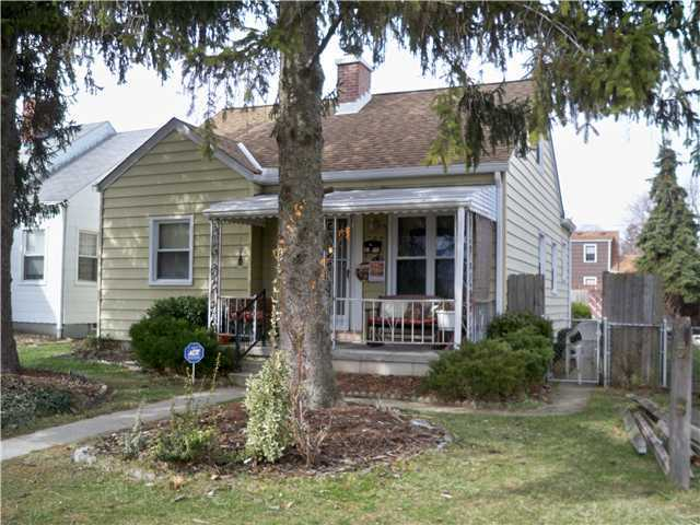 Photo of home for sale at 789 Chestershire Road, Columbus OH