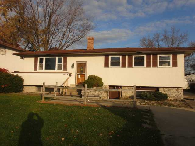 Photo of home for sale at 5480 Sandalwood Boulevard, Columbus OH