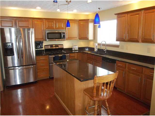 Photo of home for sale at 2195 Deveron Lane, Grove City OH
