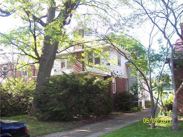 Photo of home for sale at 560 Broadway Street E, Columbus OH