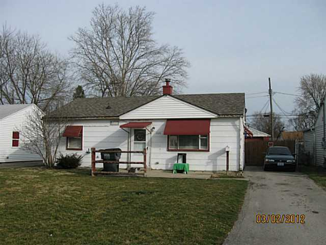 Photo of home for sale at 4570 San Jose Lane, Whitehall OH