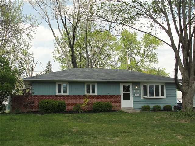 Photo of home for sale at 2576 Nottingham Road, Upper Arlington OH