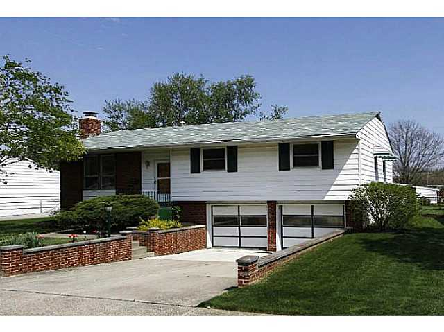 Photo of home for sale at 3888 Monterey Drive, Grove City OH