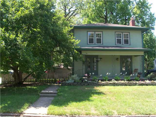 Photo of home for sale at 391 Beaumont Road E, Columbus OH