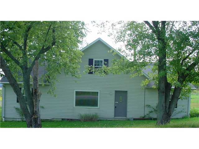 Photo of home for sale at 7929 Martinsburg Road, Mount Vernon OH