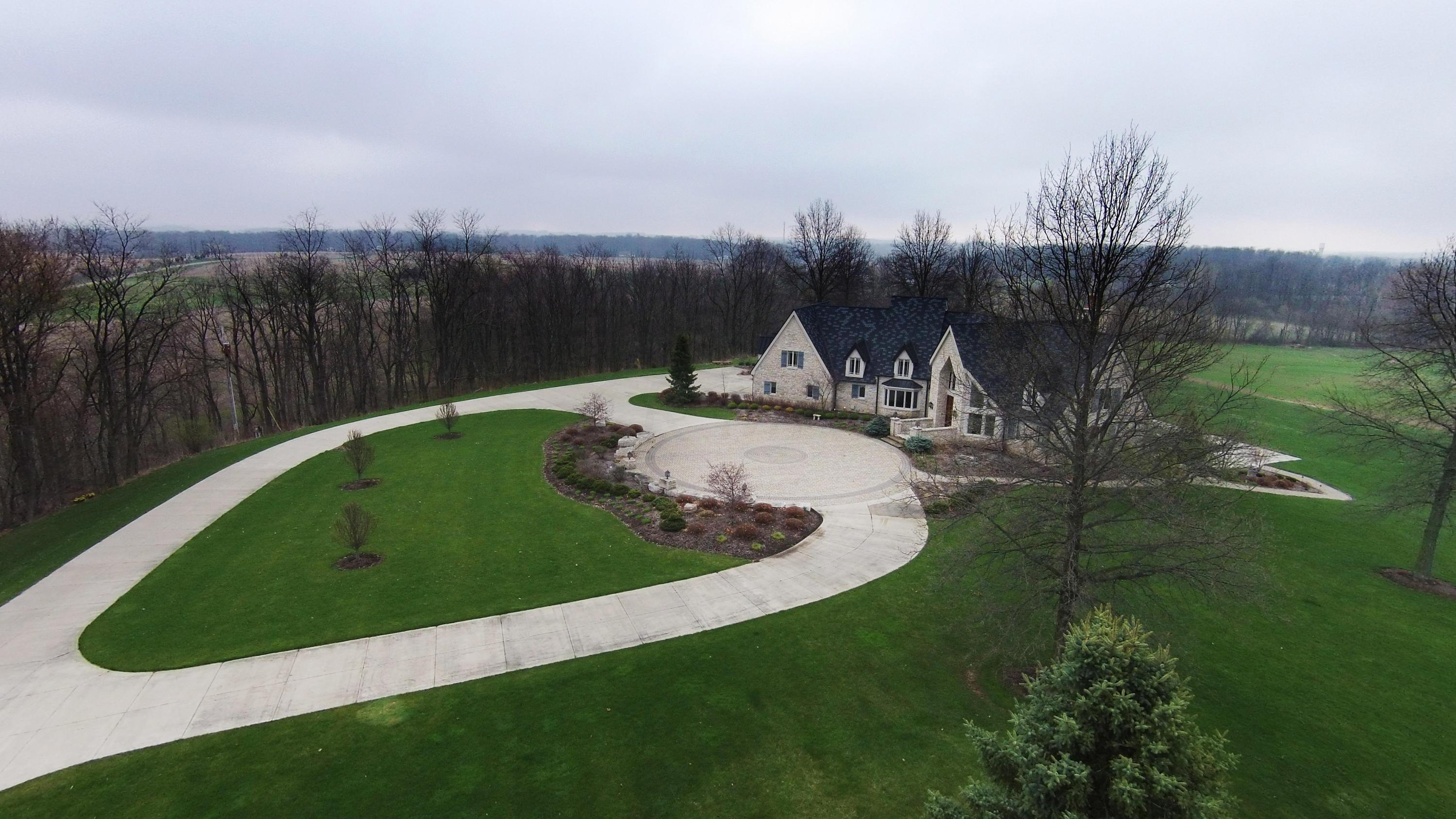 Photo of home for sale at 8870 Ridge Road, Fredericktown OH