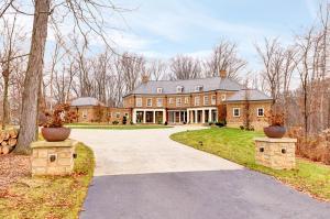10 Hawksmoor Drive, New Albany, OH 43054