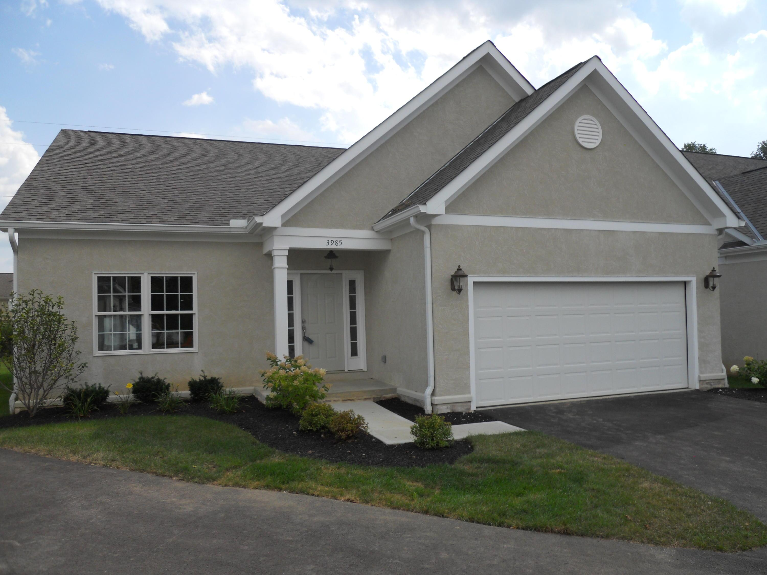 Photo of home for sale at 3985 Chelsea Bridge Lane, Columbus OH