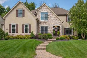 Property for sale at 3209 Abbey Knoll Drive, Lewis Center,  OH 43035