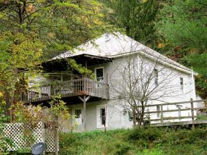 Multi-Family Home for Sale at 147 SYCAMORE Glouster, Ohio 45732 United States