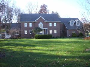 Property for sale at 1719 Rosewood NE Drive, Lancaster,  OH 43130
