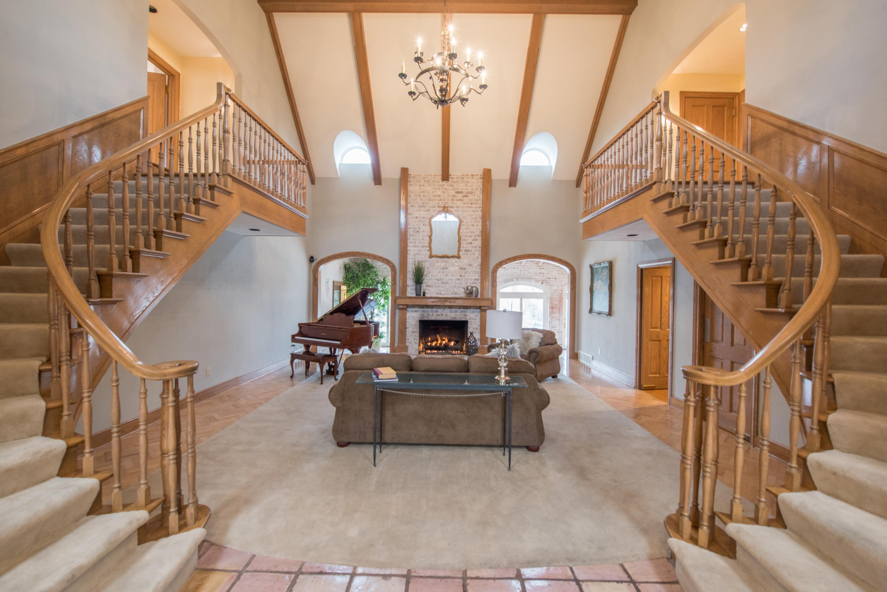 Photo of home for sale at 5584 RIVERSIDE Drive, Dublin OH