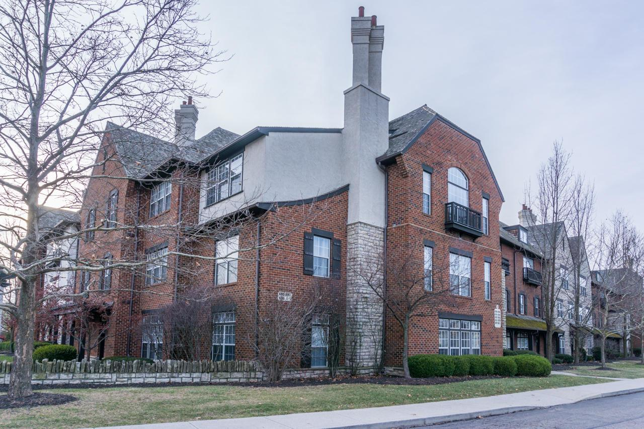 Photo of home for sale at 6255 Craughwell Lane, Dublin OH