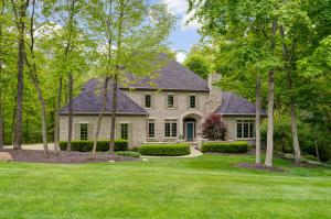 749 Woods Hollow Lane, Powell, OH 43065