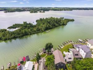 Single Family Home for Sale at 13 Beacon Light Buckeye Lake, Ohio 43008 United States
