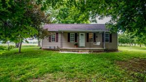 5760 Canal Road NE, Pleasantville, OH 43148